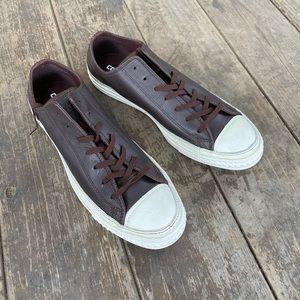 (108) Converse Leather